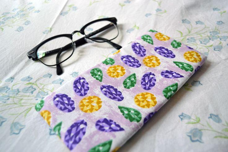 Porta-óculos Pedrarias | R$15,00