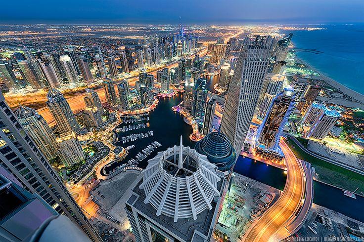 Esta guía pretende servir de ayuda a quien esté interesado en adquirir una propiedad en Dubai, ya sea como primera o segunda residencia o co...