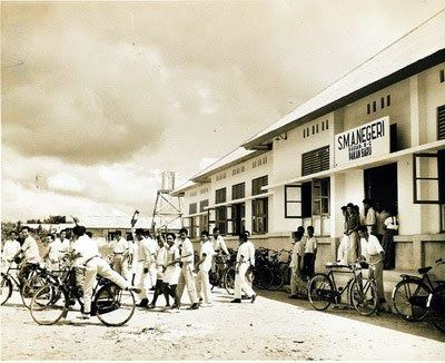 You are a former of SMAN 1 Pekanbaru - Riau , you have a chance to see a oldtime photo of your school. Do you think it's not your school?, ...