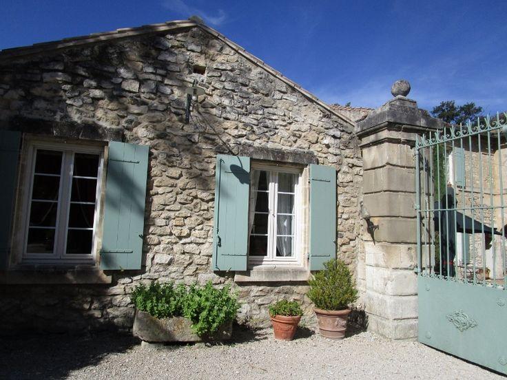 Mas des Comtes de Provence - Devant le grand portail