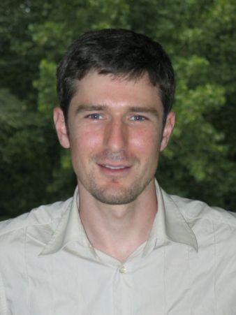 Marco #Castrillón, es Licenciado en Ciencias Matemáticas, en Ciencias Físicas y Doctor en Matemáticas por la Universidad Complutense de Madrid.