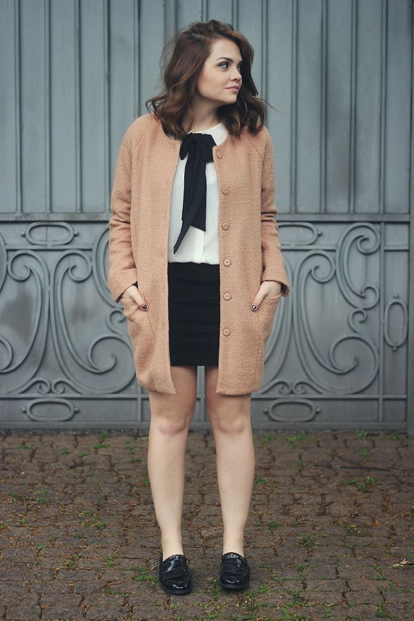 Look da Ka: camisa de laço e maxi casaco