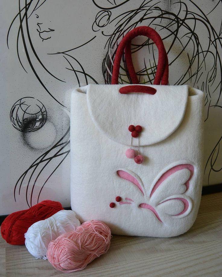 Нежный весенний сахарный валяный рюкзак из шерсти мериноса с милой розовой бабочкой. / Felted rucksack with butterfly, felt backpack. Felt in fashion by #olafelt