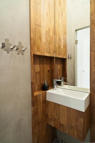 łazienka, drewno w łazience, beton pod prysznicem