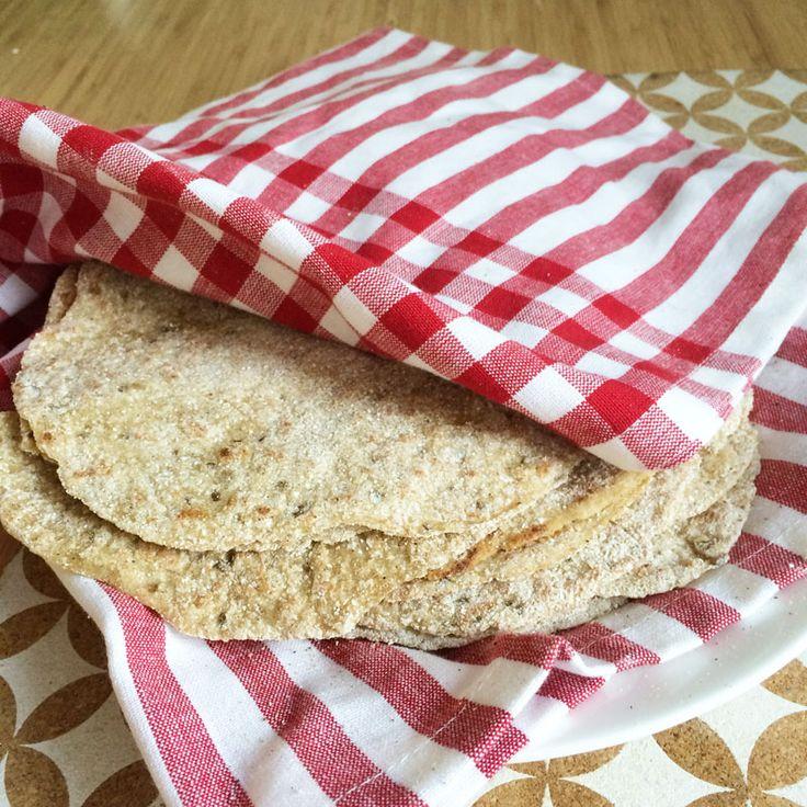 Nygräddade, varma och lite sega tunnbröd är underbart oavsett om det är dags för frukostmacka eller middagssallad. Ännu bättre – de här kan göras både glutenfria och veganska för den som