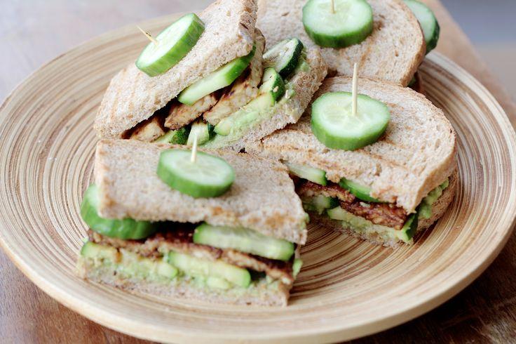 Mis je een lekker pittig belegd broodje als vegan? Dan is een sandwich tempeh bacon het recept voor jou!