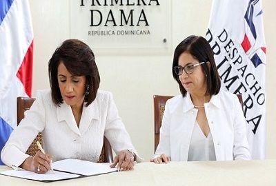 Primera Dama y Banca Solidaria firman acuerdo financiero - periodismo360rd periodismo360rd