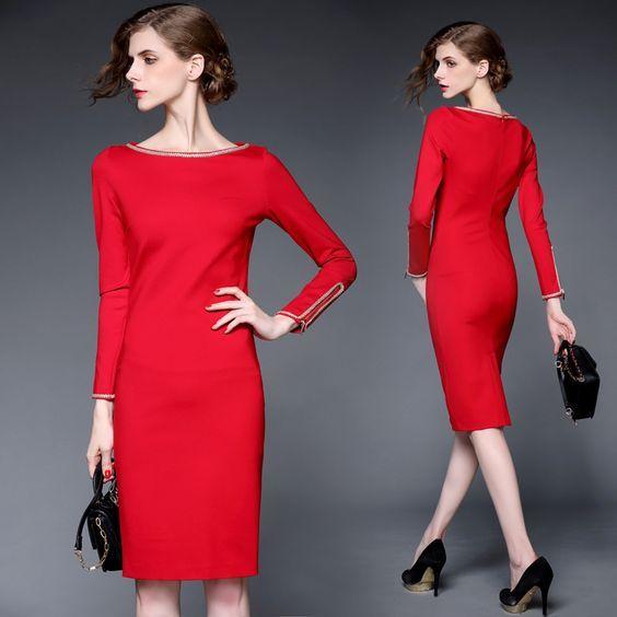 Super vrouwelijk rood jurkje met gouden bies. Ook in het wit en in het zwart verkrijgbaar.