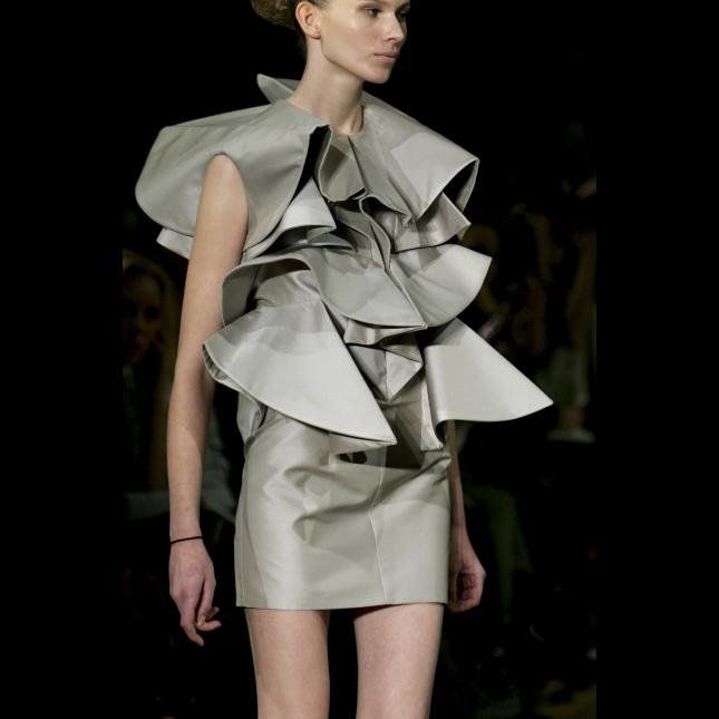 Sculptural Fashion - structured dress with 3D ruffle layers - volume fashion; dimensional fashion constructs // Amaya Arzuaga