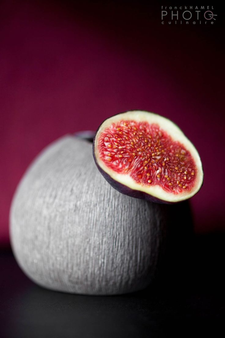 purple & red | fruit: fig . Frucht: Feige . fruit: figue | photo: food photographer Franck Hamel | photographe-culinaire.net |