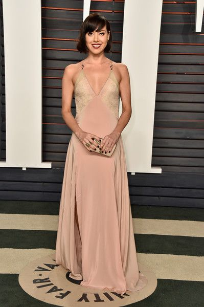 Evening Dress Lookbook: Aubrey Plaza wearing Vionnet Evening Dress (7 of 7). Aubrey Plaza was boudoir-chic at the Vanity Fair Oscar party in a blush and nude V-neck gown by Vionnet.