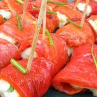 23 Paprikové chuťovky se sýrovou náplní