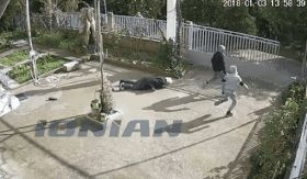EΛΛΗΝΙΚΗ ΔΡΑΣΗ: Ελεύθεροι οι ανήλικοι ληστές που χτύπησαν 82χρονη ...