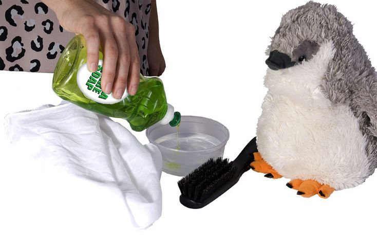 How to Clean Stuffed Animals - Good to know - especially for the ones that come with battery packs that you can't throw in the washing machine!