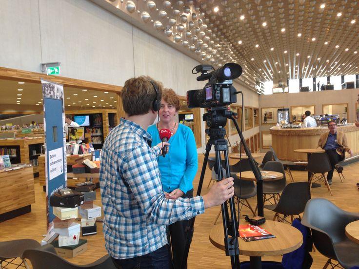 Kijkje achter de schermen bij de opnamen van 'U vandaag' op de Collectiedag bij Archief Eemland. Interview met Alice van Diepen, directeur Archief Eemland.