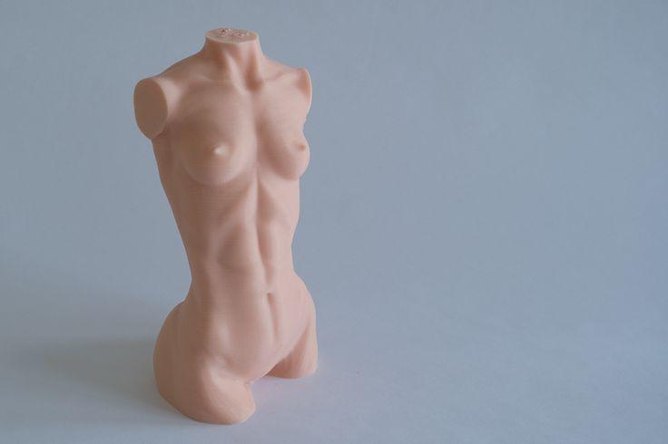 Žena bez oděvu, tiskárna Rebel 2Z, tryska 0,4 mm, výška vrstvy 0,1 mm, materiál ABS barva kůže.
