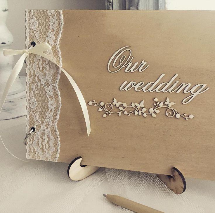 Svadobné spomienky v elegantnom balen. Elegant wedding guestbook, wood & cream lace. @weddingreni #weddinggift #weddingdecor #guestbook #knihahosti #svadba #svadobnepripravy #handmade http://gelinshop.com/ipost/1523859250883232795/?code=BUl1eo4loQb