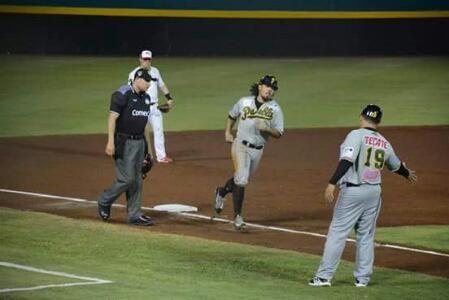 Campeche, Camp. 29 de abril.- Con pitcheo de Blake Beavan, de siete capítulos de nueve hits, cinco ponches y no regaló base, encaminó el vue...