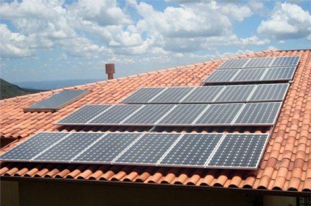Veja, em cinco passos, como ter sua própria usina solar, economizar e fornecer energia elétrica.