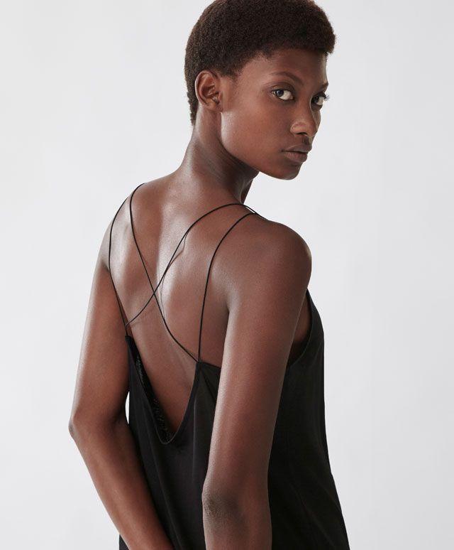 Koszulka z ramiączkami na plecach - Nowości - Modowe trendy SS 2017 dla kobiet na stronie Oysho: bielizna, odzież sportowa, motywy etniczne i cygańskie, buty, dodatki, akcesoria i stroje kąpielowe.