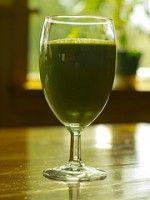 Ananas Selderijsap.   Een heerlijk gezonde sap!  Selderij is  vochtafdrijvend. Ook bevat dit calcium en ijzer. Selderij verlicht ook reuma en jicht. Ananas zit boordevol antioxidanten en vitamine C. Dit is een verfrissend drankje met weinig calorieën.  Een echte dorstlesser.
