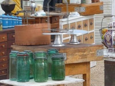 1000 images about 2013 puces bourses brocantes on pinterest lorraine nancy dell 39 olio - Vide grenier salon de provence ...