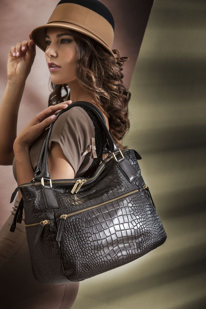 #black soft croco sporty! what kind of #outfit does this #handbag inspire you? http://shop.arcadiabags.it/product/borsa-grande-a-spalla/nero/616