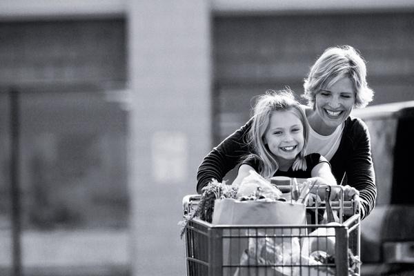Vyše 5 000 kvalitných produktov, denne otvorené až do 22. hodiny, možnosť rýchlej objednávky cez web a následné vyzdvihnutie si tovaru v Carrefour drive...   V hypermarkete Carrefour v Poluse je jednoducho radosť nakupovať.