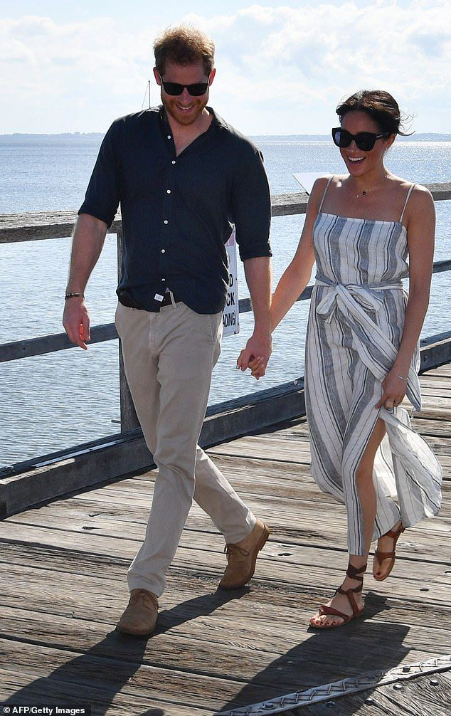 ad072c0f0 FRASER ISLAND 10/22/2018 - Meghan does maternity wear: The pregnant Duchess  of Sussex Meghan, 37, wore a Reformation 'Pineapple' dress as she and Harry  ...