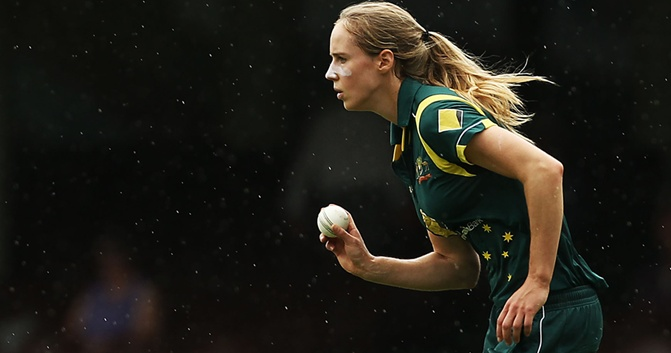 [Ellyse] Perry not quitting cricket for football