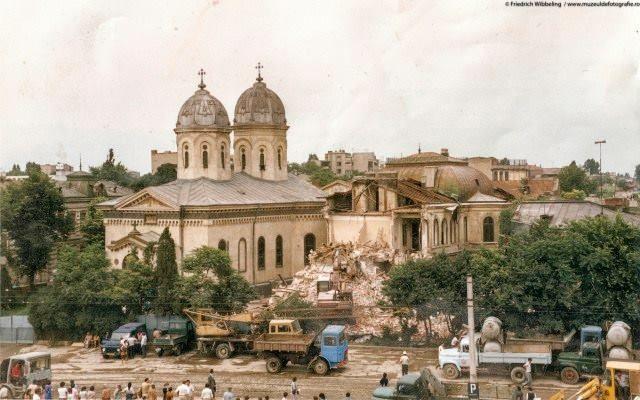 Demolarea Bisericii Sf Vineri. Se intampla in 1987 13924920_834570870012326_44740363549795967_n.jpg (640×400)