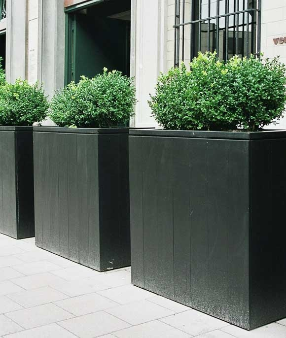 Out-Standing planters (painted black)  www.out-standing.be