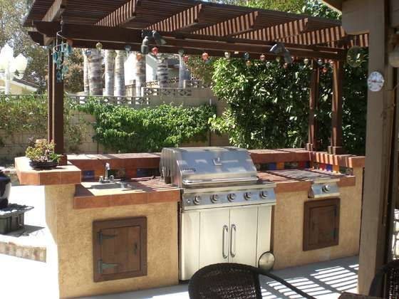 DIY backyard BBQ grill - this may be our summer project....