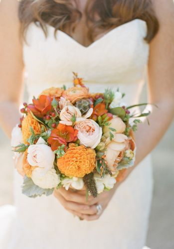 Fall wedding bouquets we LOVE! /// Photo by Erin Hearts Court {Photo via Project Wedding}