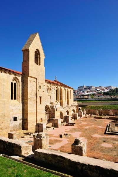 Foto: Monasterio gótico de Santa Cala a Velha de Coimbra, Mauricio Abreu/JAI/Corbis - via Revista Viajar #Portugal