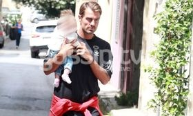 Τα οικογενειακά βάρη του Χανταμπάκη   Αγκαλιά με την κορούλα του ο Στέλιος Χανταμπάκης.  from Ροή http://ift.tt/2rtuvmZ Ροή