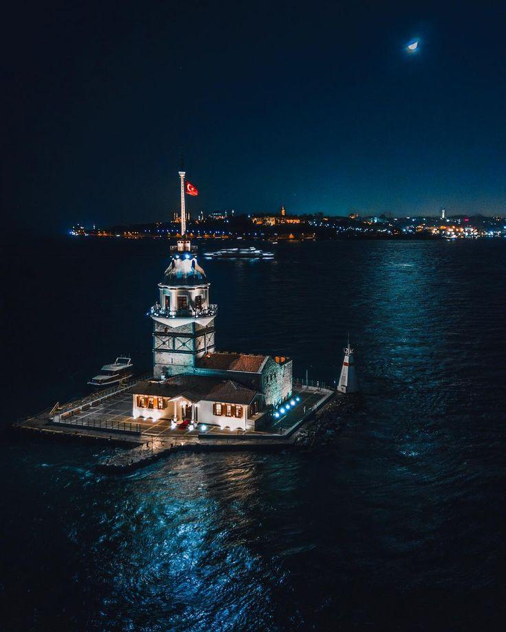 Maiden's Tower at Night by Halit Bilen. (via Instagram - bildrone) #turkey #türkiye #istanbul #üsküdar #bosphorus #istanbulboğazı #goldenhorn #boğaziçi #maidenstower #kızkulesi #leanderstower #towerofleandros #travel #trip #journey #holiday