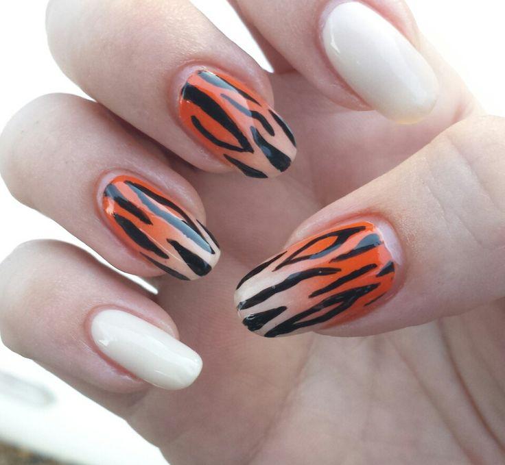 Stripe Nail Art: 1000+ Ideas About Tiger Stripe Nails On Pinterest