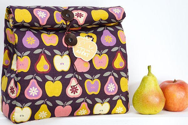 Hora do lanche! Veja como fazer uma lancheira super especial e com tecidos muito fofos.
