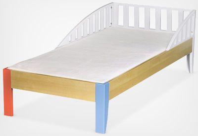 Łóżeczko dziecięce EKO BABY      Dziecięce łóżko ze stelażem listwowym pod materac 160x70 cm. Wyposażone w barierki ochronne dla bezpiecznego snu dziecka. Powstało z połączenia drewna i MDFu.