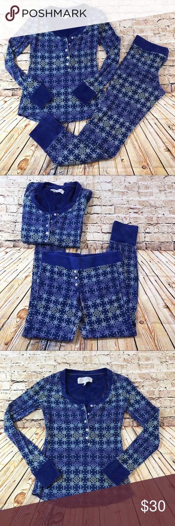 VS blue snow flake thermal pajama set In EUC thermal pajama set by Victoria Secret with snow flake print. Both top and bottom are a small Victoria's Secret Intimates & Sleepwear Pajamas