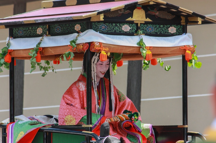 The Saiō-Dai is a woman who is chosen from the sisters and daughters of the emperor to dedicate herself to the Shimogamo shrine and is carried on the Oyoyo Mikoshi (portable shrine). The role of Saiō-Dai was to maintain ritual purity and to represent the Emperor at the festival. Now, the role of the Saiō-Dai is played by an unmarried woman in Kyoto. She would be dressed in the traditional style of the Heian court.
