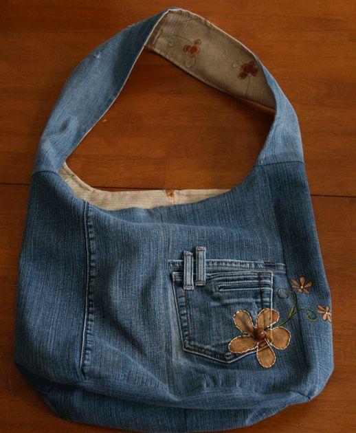"""J'ai créé mon premier projet """"recyclage"""" de l'année avec ma paire de vieux jeans! La voilà transformée en sac réversible super pratique! J'a..."""