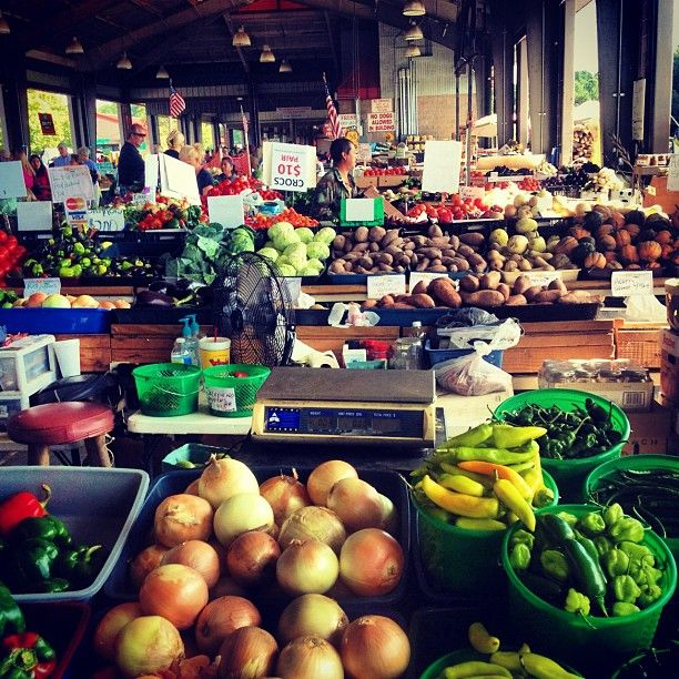 Love coming here on the weekends for breakfast! The food is always fresh. And course its a farmers market. So you can get all your produce here!