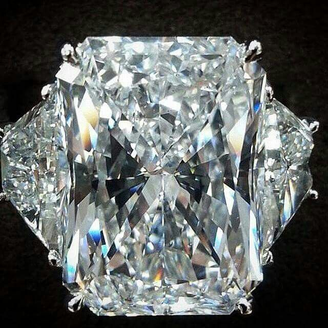 #Diamondporn from @nasrinimani Over 15 carats radiant cut diamond GIA certified (E color, Vs2 clarity) with two trapezoids as side stones & set in platinum. 15 carats