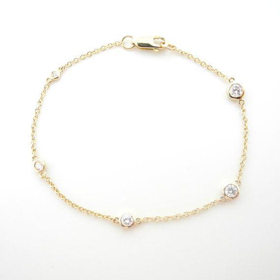 18K gold bracelet with with five diamonds bezel setting in progressive size  Diamonds size from 0.1, 0.07, 0.05, 0.03 to 0.01ct    Bracelet