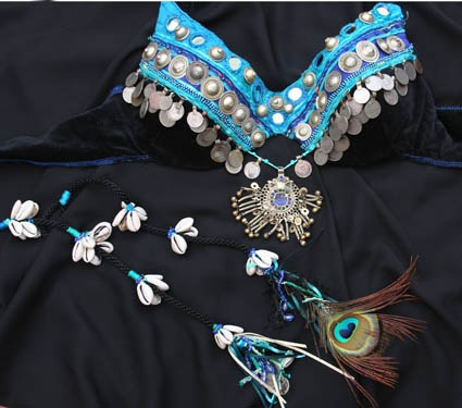 Exactly what I've been looking for! Turquoise, peacock, and tribal fusion! YAY!