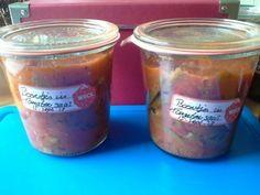 <p>Sperciebonen in tomatensaus! Toch wel 1 van mijn favoriete recepten, om sperziebonen in te wecken, ook lekker om meteen op te eten! Dit recept kan makkelijk vermeerderd worden, heb ik ook gedaan omdat onze boontjes oogst zeer goed was dit jaar! Ingrediënten : 200 gram verse spercieboontjes 6 grote tros …</p>