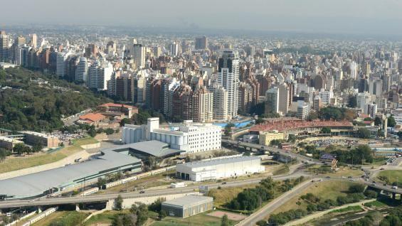 Impactante concentración urbana de Nueva Córdoba. Córdoba, Argentina