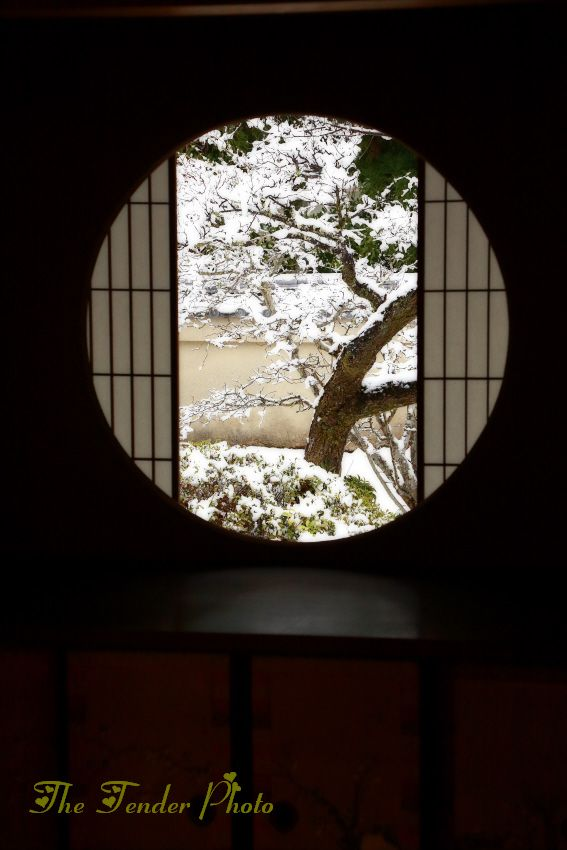 Japanese round window japan pinterest for Window design 4 4
